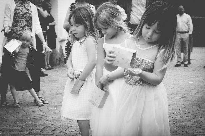 d87e8ece08de Bryllup · bryllupsfotograf brudepiger Taastrup